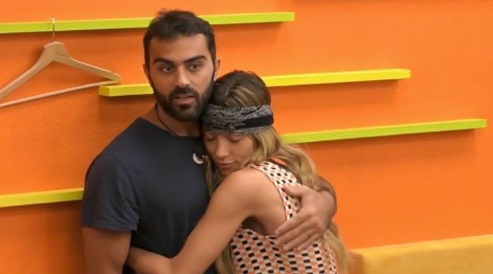 GF Vip, Soleil Sorge e Gianmaria Antinolfi si abbracciano. Pace fatta fra i due ex, ma lei scoppia a piangere
