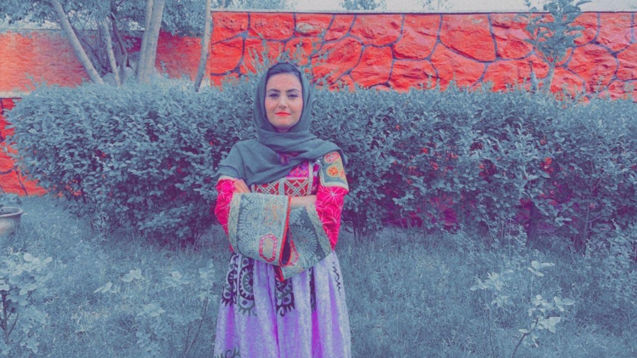 Le donne sfidano i talebani in Afghanistan: la resistenza e il coraggio passa attraverso gli abiti colorati