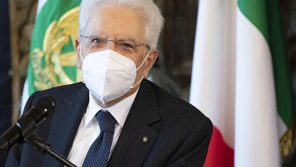 Green pass, Mattarella firma il decreto: dal 15 ottobre obbligatorio per i lavoratori pubblici e privati