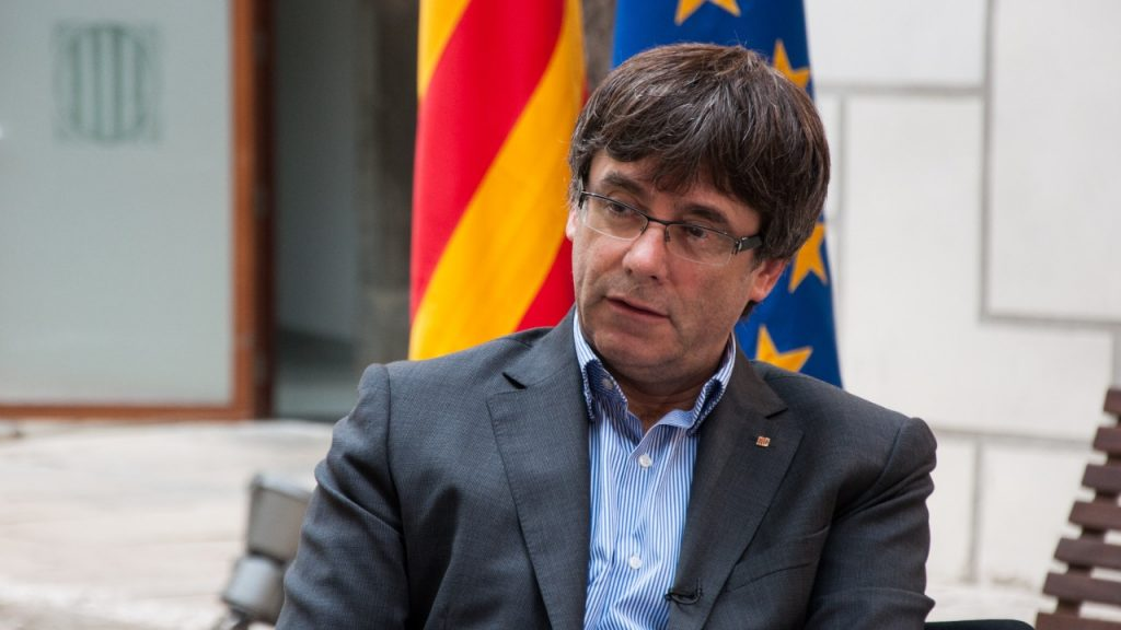 Carles Puigdemont è libero, può lasciare la Sardegna