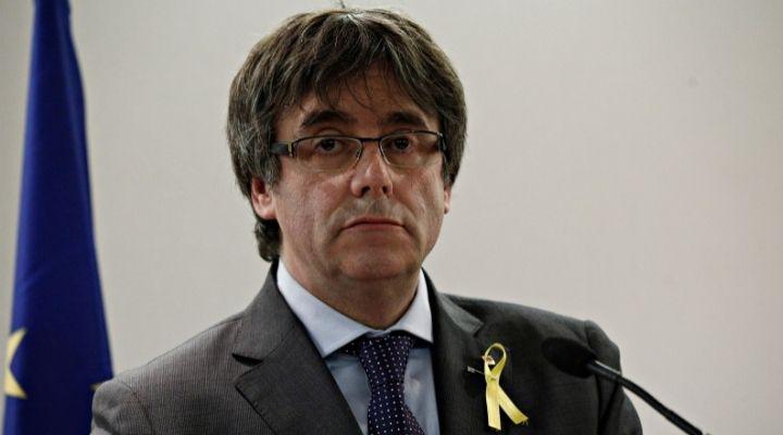 Carles Puigdemont, il giudice ha deciso: l'ex presidente della Catalogna è libero, ma dovrà restare in Sardegna