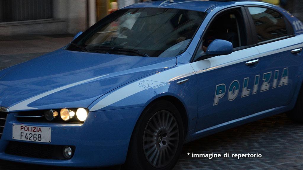 Anziana uccisa a coltellate, caccia all'assassino a Bari: la terribile scoperta in un appartamento