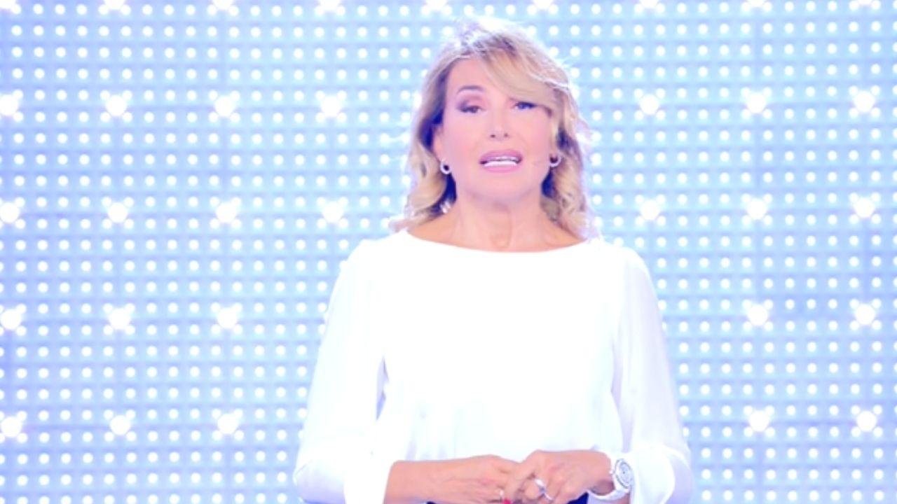Barbara d'Urso: condoglianze in diretta per Dodi Battaglia. La conduttrice ricorda Paola Toeschi