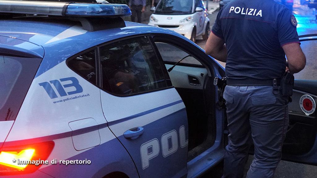 Bimbo morto dopo una caduta dal balcone, svolta nelle indagini a Napoli: un fermo, ipotesi omicidio