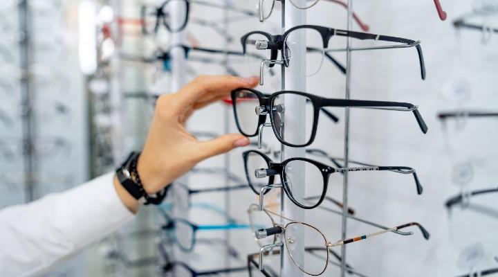 Bonus occhiali e lenti a contatto: quali sono i requisiti per richiederlo, quanto vale e come spenderlo