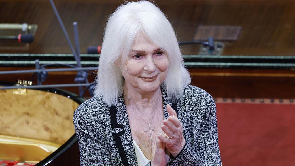 """Loretta Goggi: età, vita privata, il marito Gianni Brezza e la carriera della voce di """"Maledetta primavera"""""""