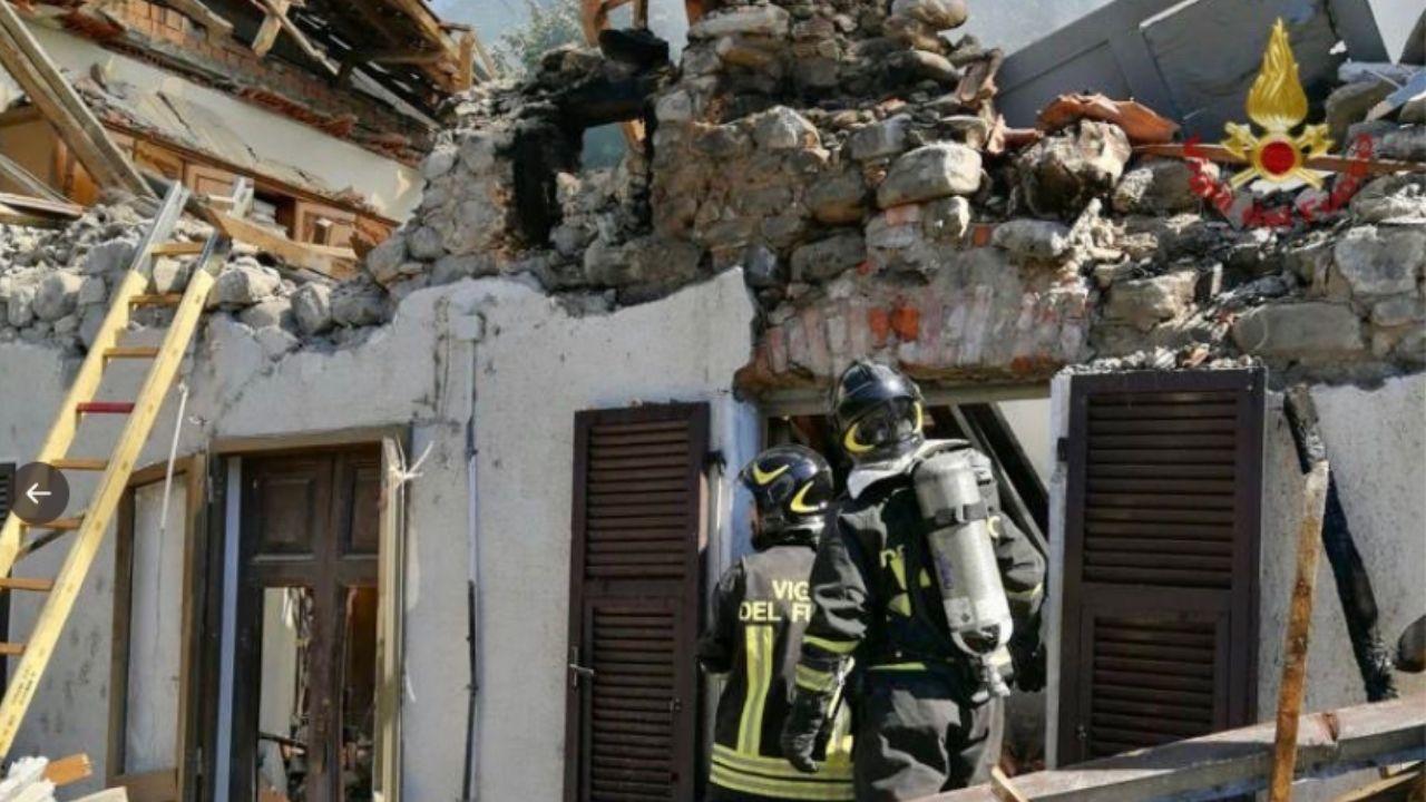 Casa crollata a Pontremoli: c'è una vittima. I vigili del fuoco ritrovano un uomo sotto le macerie