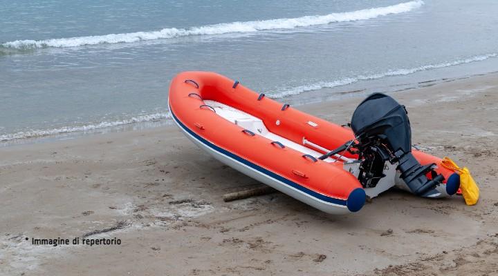 Imprenditore scompare in Albania, dopo 8 mesi naufraga a Livorno con un gommone: cercava un misterioso tesoro