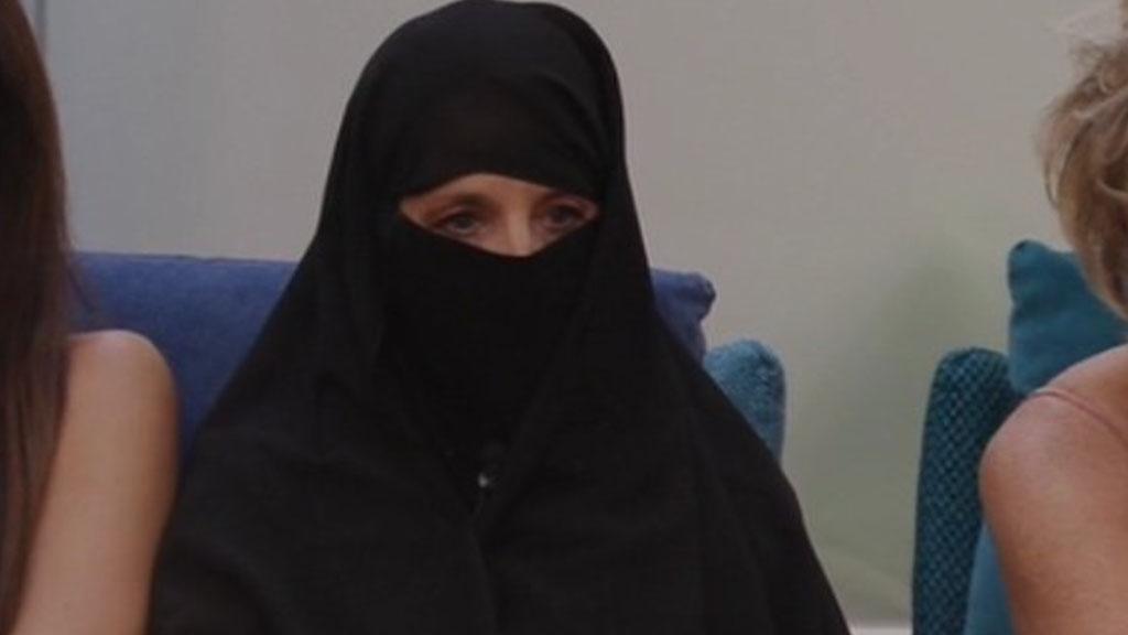 Jo Squillo con il burqa al Grande Fratello Vip 6: il motivo e il messaggio dietro la scelta della cantante