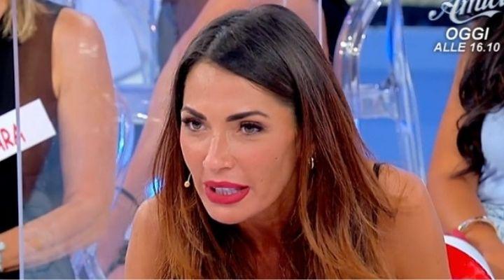 """Maria De Filippi bacchetta Ida Platano a Uomini e Donne: """"Un minimo di autostima"""". Commento puntata 27 settembre"""