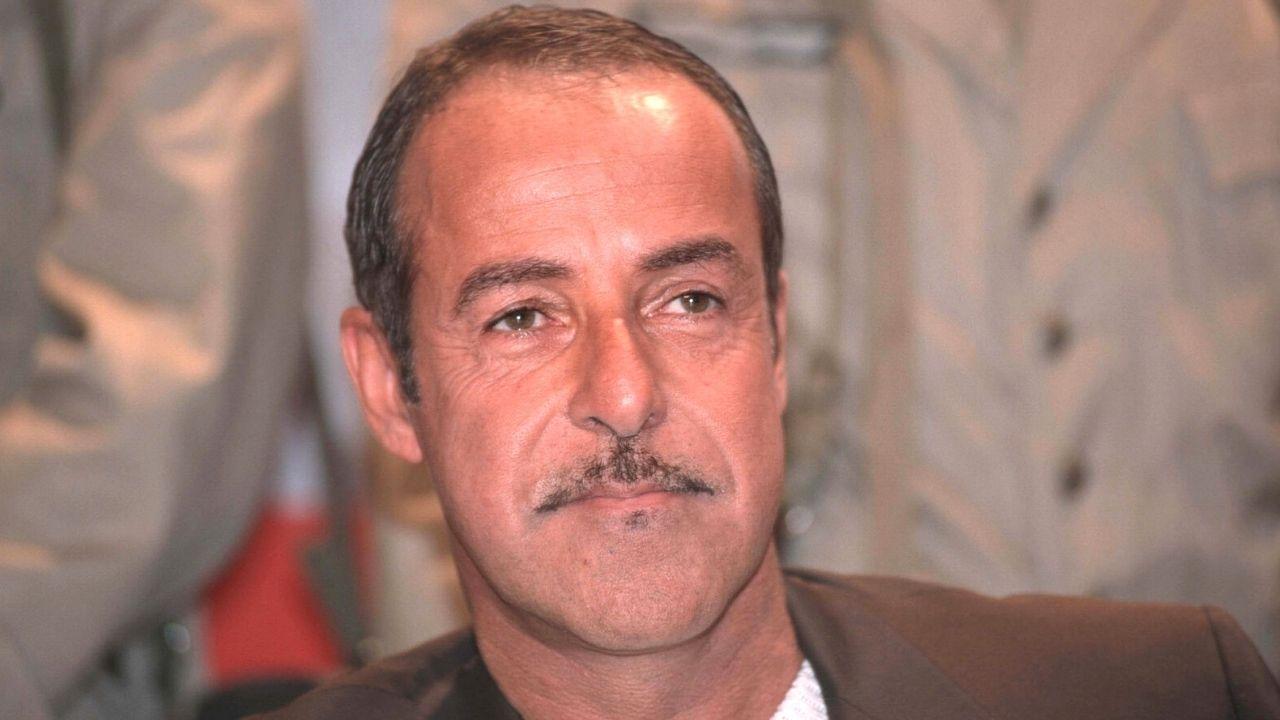 """Massimo Lopez inseguito da un cinghiale a Roma mentre buttava la spazzatura: """"Mi ha puntato"""""""