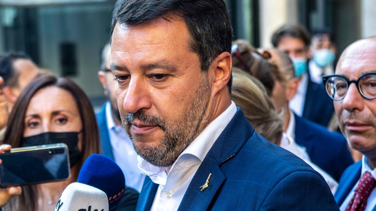 """Salvini, bufera sul leader della Lega per la frase su vaccini e varianti: """"Irresponsabile"""", """"Esca dal Governo"""""""