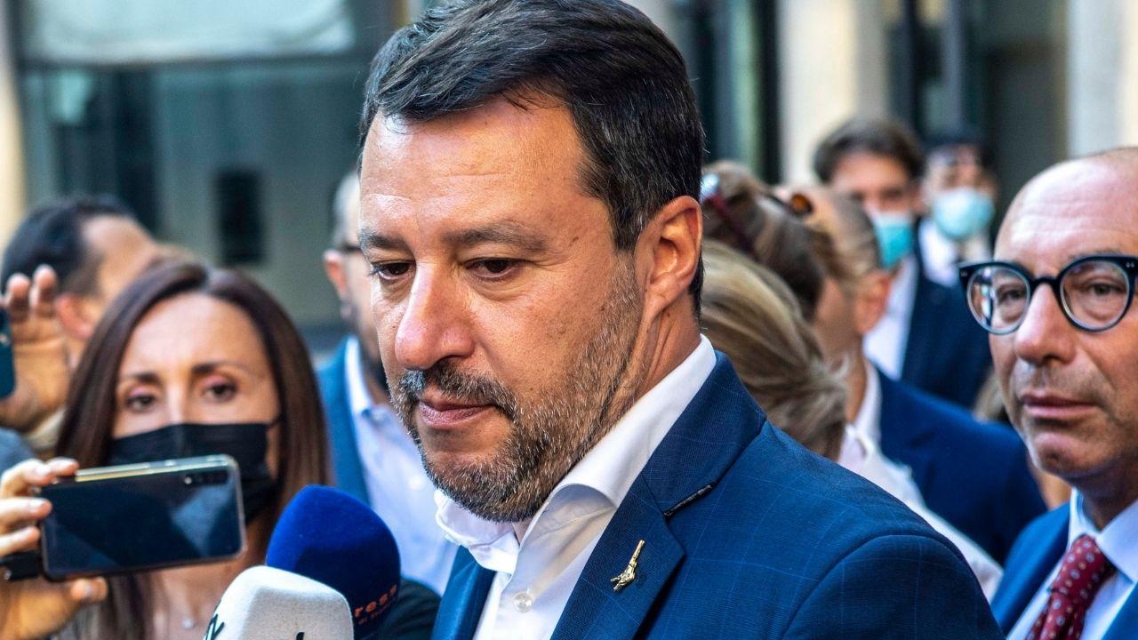Matteo Salvini, caos sui social dopo l'addio di Luca Morisi:  scoppia la polemica per un video di atti osceni