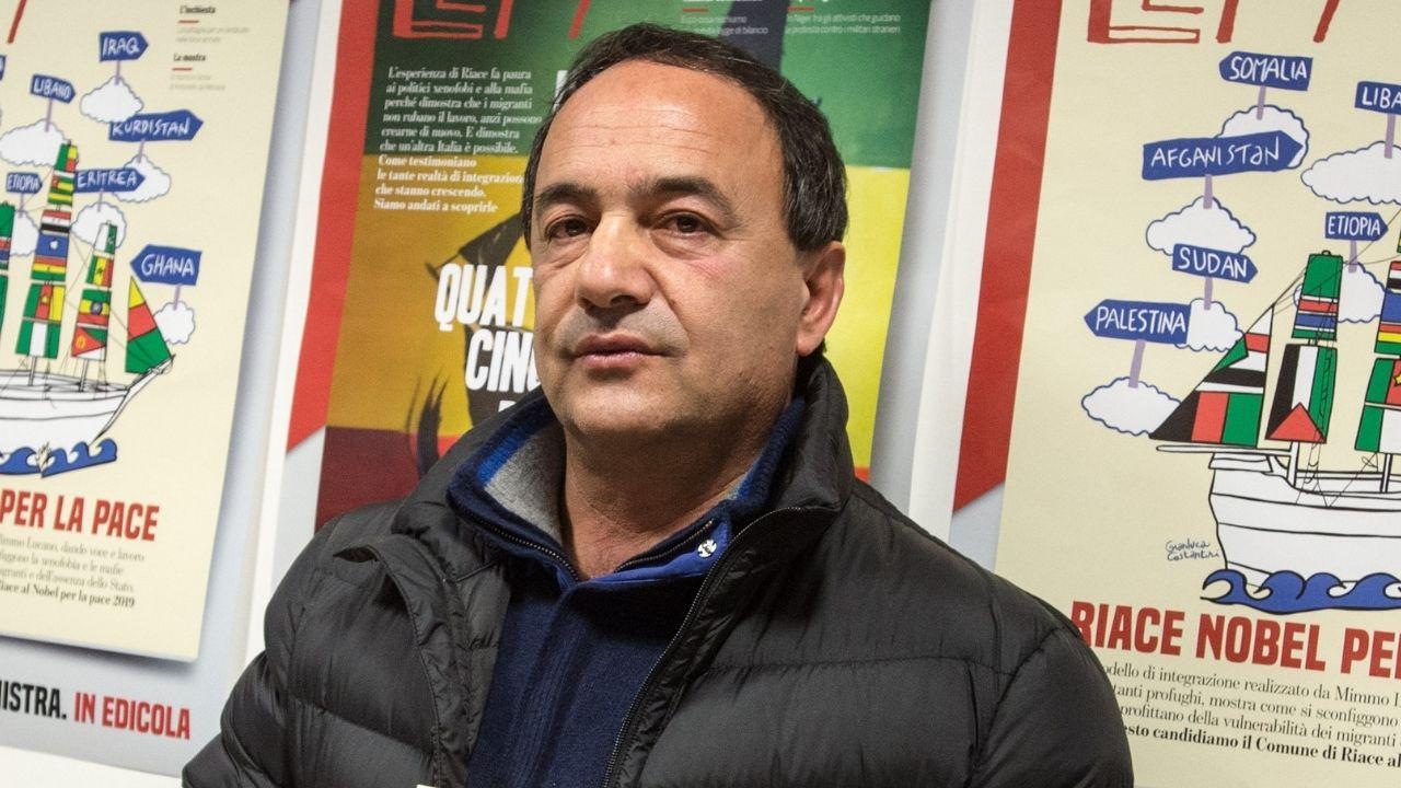 """Mimmo Lucano condannato, le parole dell'ex sindaco di Riace: """"Nemmeno a un mafioso, oggi finisce tutto"""""""