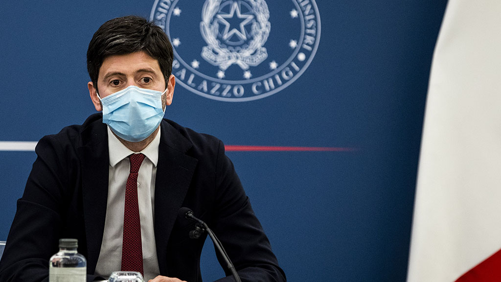 """Obbligo vaccinale, il ministro Roberto Speranza sul possibile scenario: """"Non abbiamo paura di disporlo"""""""