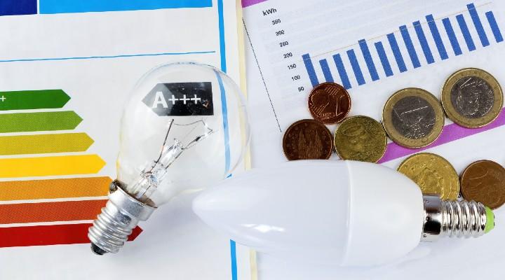 Bollette, in arrivo aumenti di luce e gas fino al 30%: tutte le accortezze da seguire per risparmiare