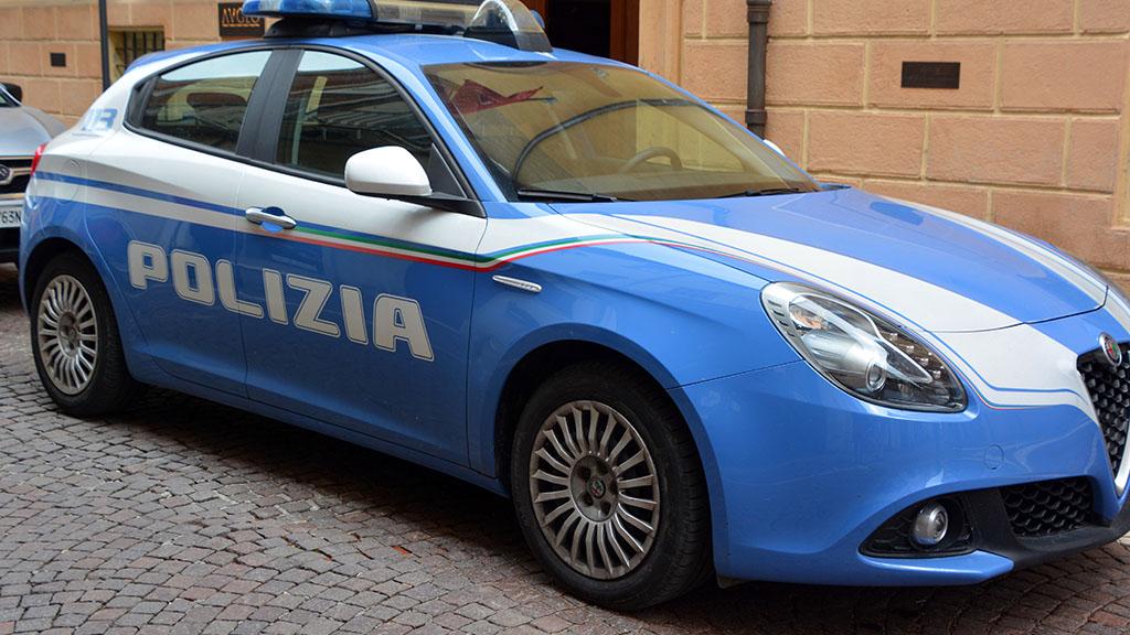 Sfregiato sotto casa a Rimini, arrestati l'ex compagna 24enne e un presunto complice della donna