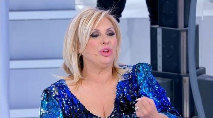 """Tina Cipollari attacca Sara a Uomini e Donne: """"Sei una grande stupida"""". Commento puntata del 29 settembre"""