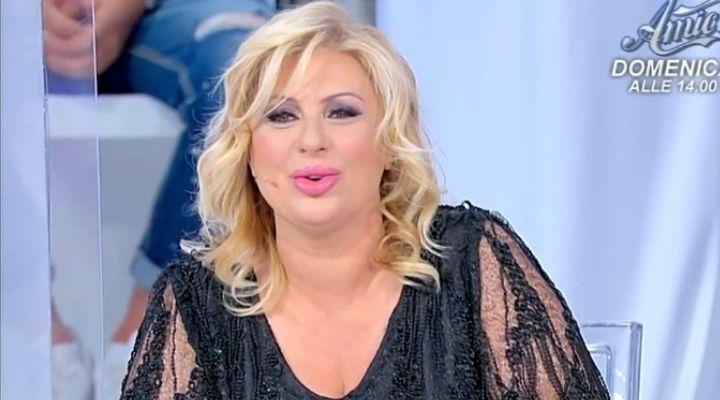 """Tina Cipollari gela Gemma Galgani a Uomini e Donne: """"Ma riesci a parlare ancora?"""". Commento puntata 24 settembre"""