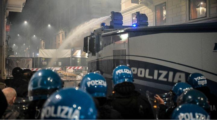 """Scontri No Green Pass: chi sono i """"leader neri"""" fra i 12 arrestati per l'assalto alla Cgil di Roma"""