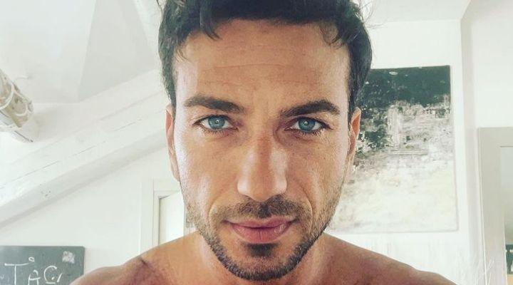 """Costantino Vitagliano rompe il silenzio e annuncia un nuovo progetto in tv: """"Non lo sogno, lo desidero"""""""