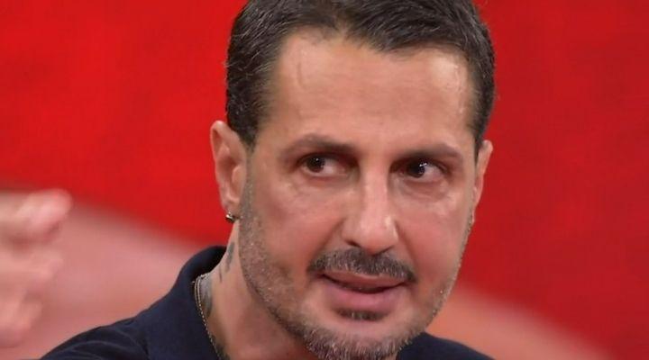 Fabrizio Corona evade gli arresti domiciliari: fermato a Genova in un locale senza permesso