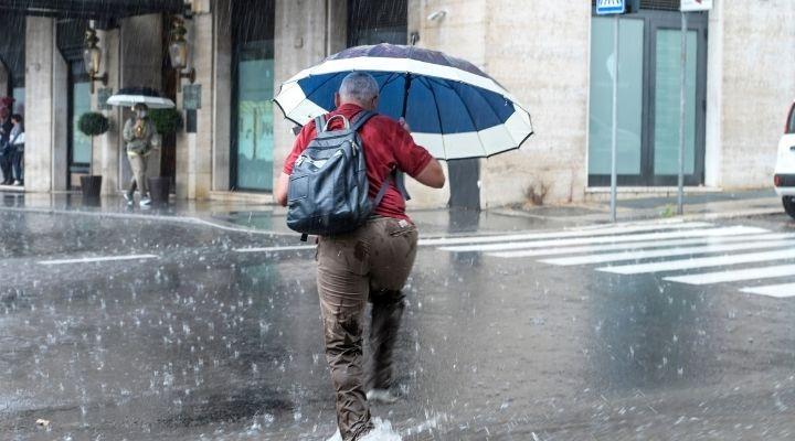 Previsioni meteo fino a venerdì 15 ottobre: diramato nuovo bollettino di allerta maltempo per alcune regioni