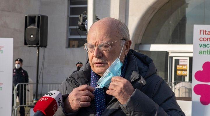 Massimo Galli indagato per nomine e concorsi truccati nelle università: le accuse all'infettivologo