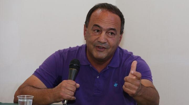 """Mimmo Lucano, le accuse a Ministero e Prefettura: """"Se ho fatto l'associazione anche loro sono partecipi"""""""