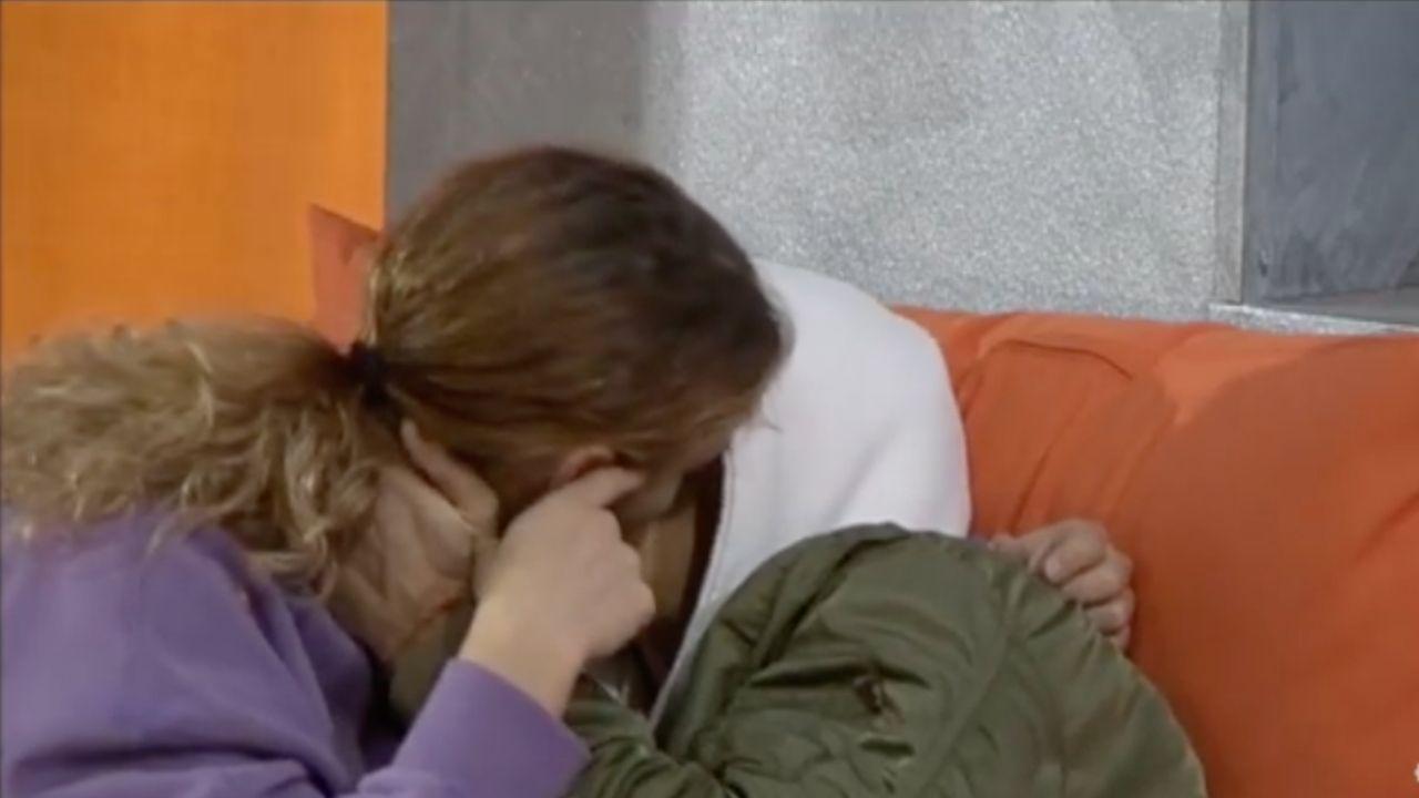 Amici, Serena e Albe: il primo bacio della nuova coppia scatena diverse reazioni sui social
