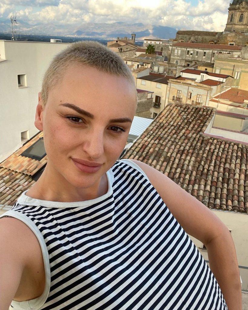 Chi è Arisa, dall'esordio a Sanremo fino a Ballando con le stelle: biografia, carriera e amori della cantante