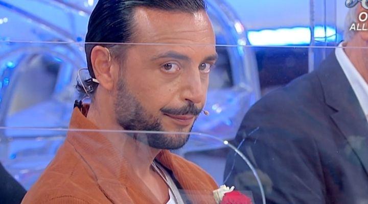 """Armando Incarnato scosso a Uomini e Donne da Marika: """"É uno scherzo?"""". Commento puntata del 26 ottobre"""