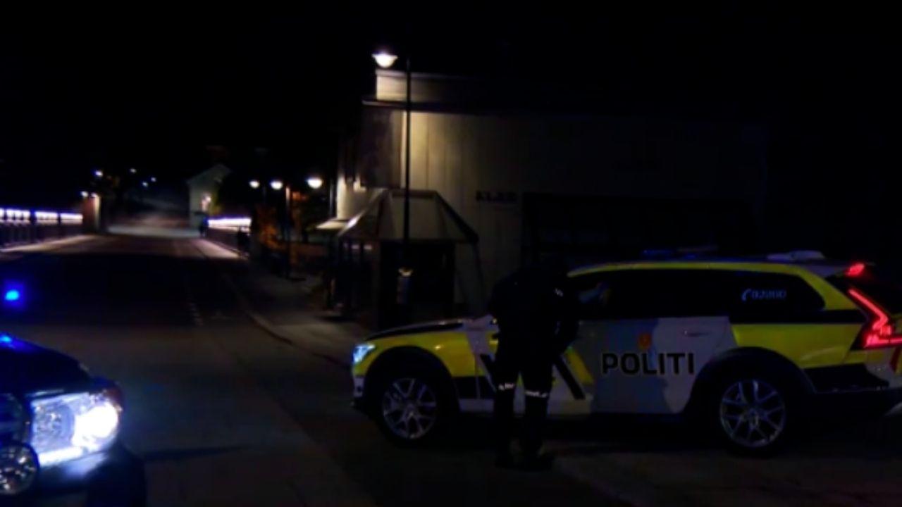 Uomo armato di arco e frecce uccide diverse persone in Norvegia: molti i feriti, non si esclude il terrorismo