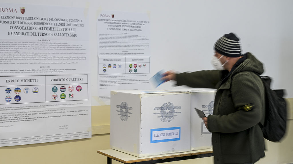 Ballottaggi per le elezioni comunali: affluenza in netto calo, si vota fino alle 15 in 65 Comuni