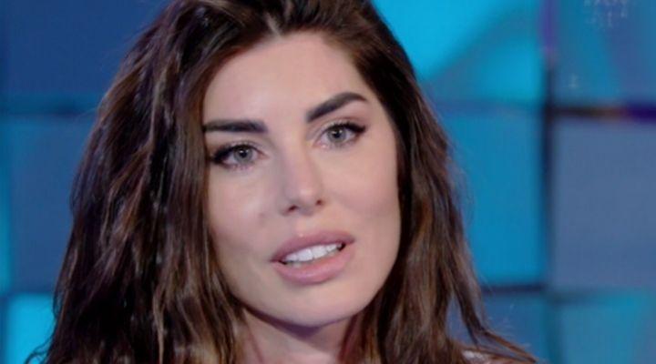 Bianca Atzei e il dolore per l'aborto spontaneo: il dramma della cantante raccontato a Verissimo