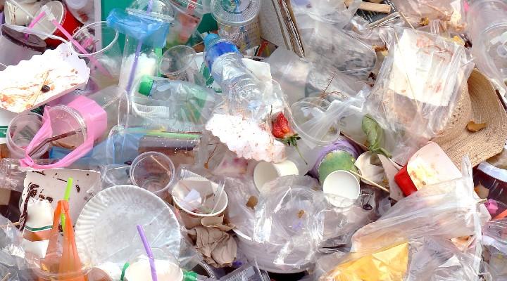 Bonus anti-plastica, il contributo a fondo perduto per ridurre i rifiuti: chi potrà richiederlo