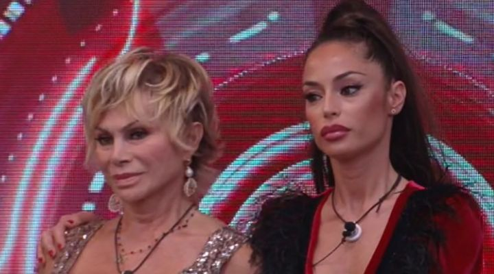 Raffaella Fico eliminata al Grande Fratello Vip: Carmen Russo la spunta all'ultimo, il verdetto decisivo