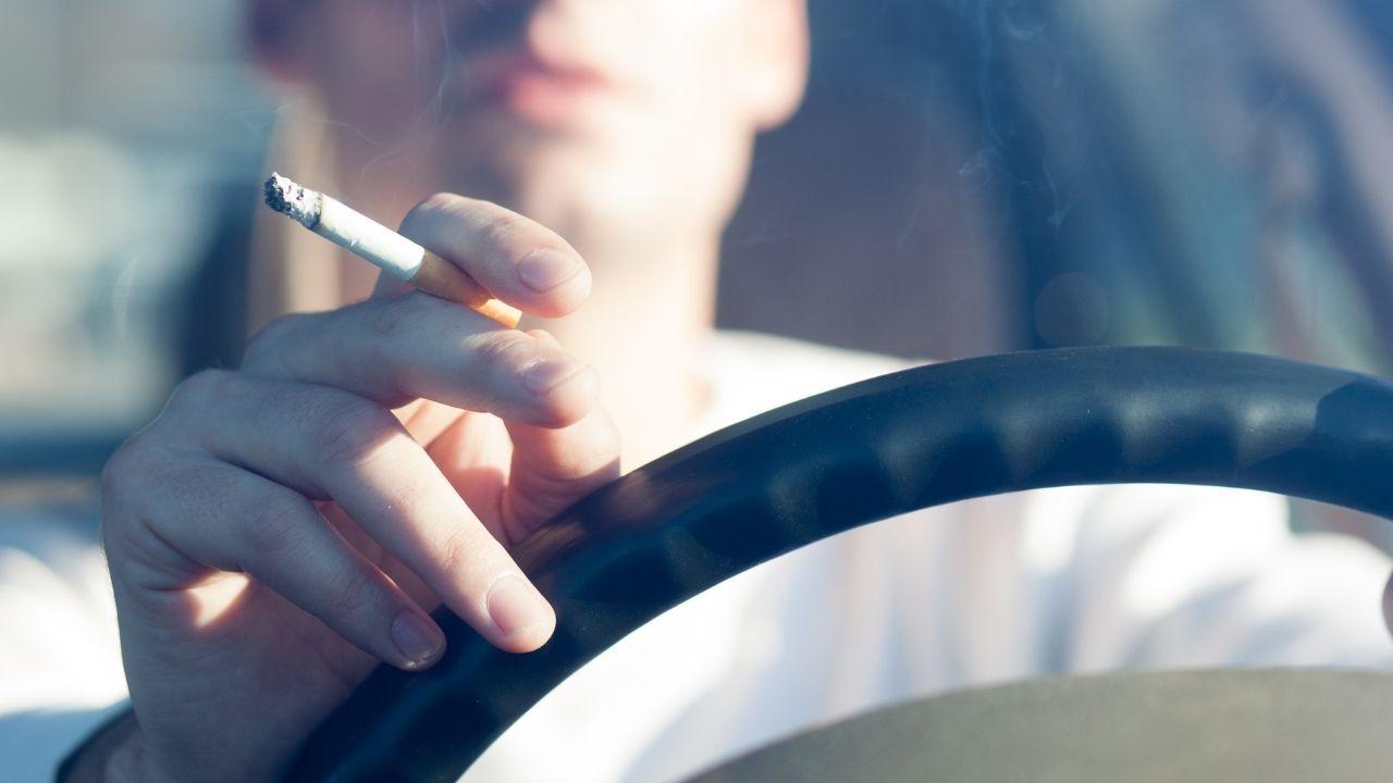 Divieto di fumo alla guida e stretta sui monopattini: novità tra gli emendamenti per il Codice della Strada