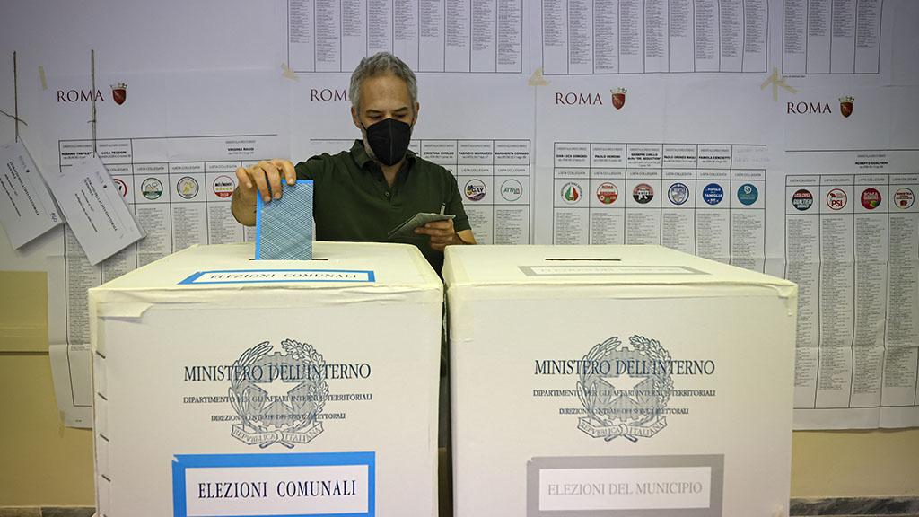 Elezioni amministrative, secondo giorno di voto: affluenza in calo, seggi aperti fino alle 15