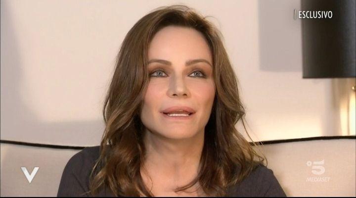 """Francesca Neri e la sua malattia: l'attrice si racconta a Verissimo: """"Mi ritengo una sopravvissuta"""""""