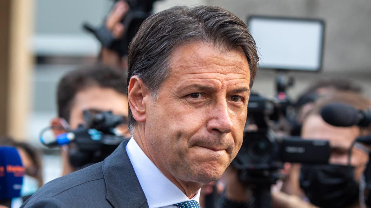 Giuseppe Conte su reddito di cittadinanza, superbonus e cashback: l'invito per il Governo