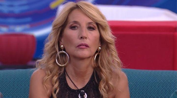 """Jo Squillo infuriata con Raffaella Fico e Ainett Stephens al GF Vip6: """"Me l'avete mai detto in faccia?"""