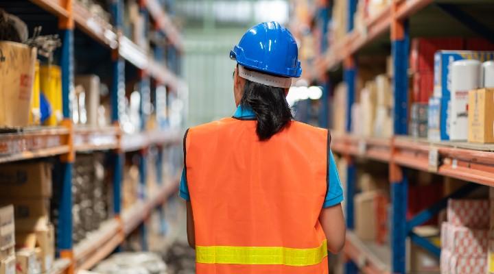 La parità salariale è Legge: cosa cambia per i lavoratori e quali sanzioni rischiano le aziende. Il testo