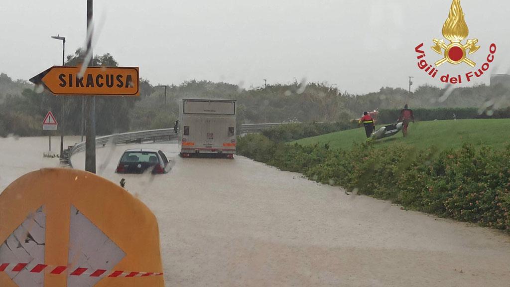 Uragano Catania, la città si barrica in attesa della tempesta. Venti fino a 100km/h, allerta massima