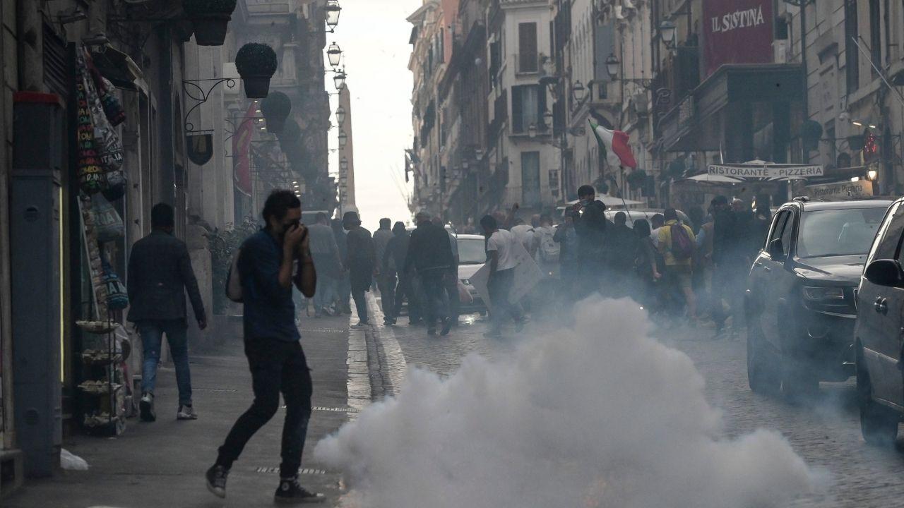 """Scontri a Roma, dalle chat emerge il """"piano"""" segreto dei manifestanti. La procura apre due fascicoli"""
