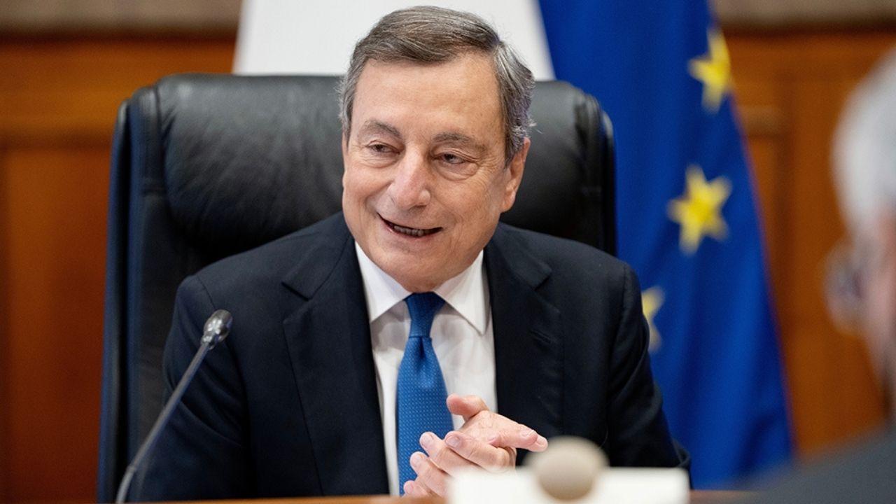 Mario Draghi incontra Landini. La visita alla sede della Cgil devastata durante la manifestazione a Roma