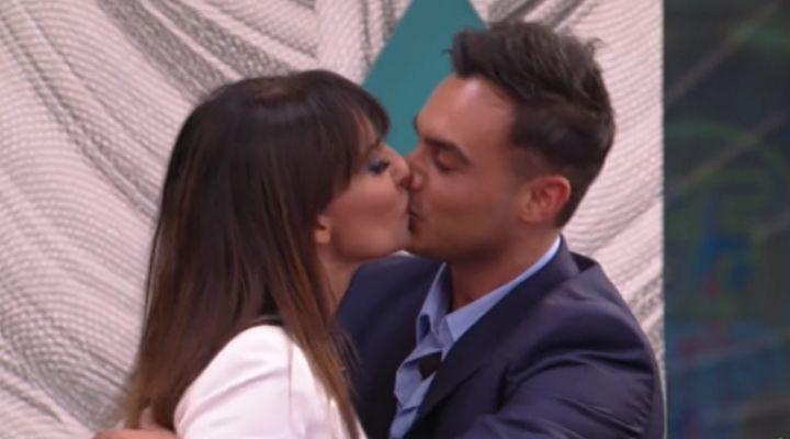 Miriana Trevisan e Nicola Pisu si baciano in diretta al GF Vip: cresce l'intesa tra i due coinquilini