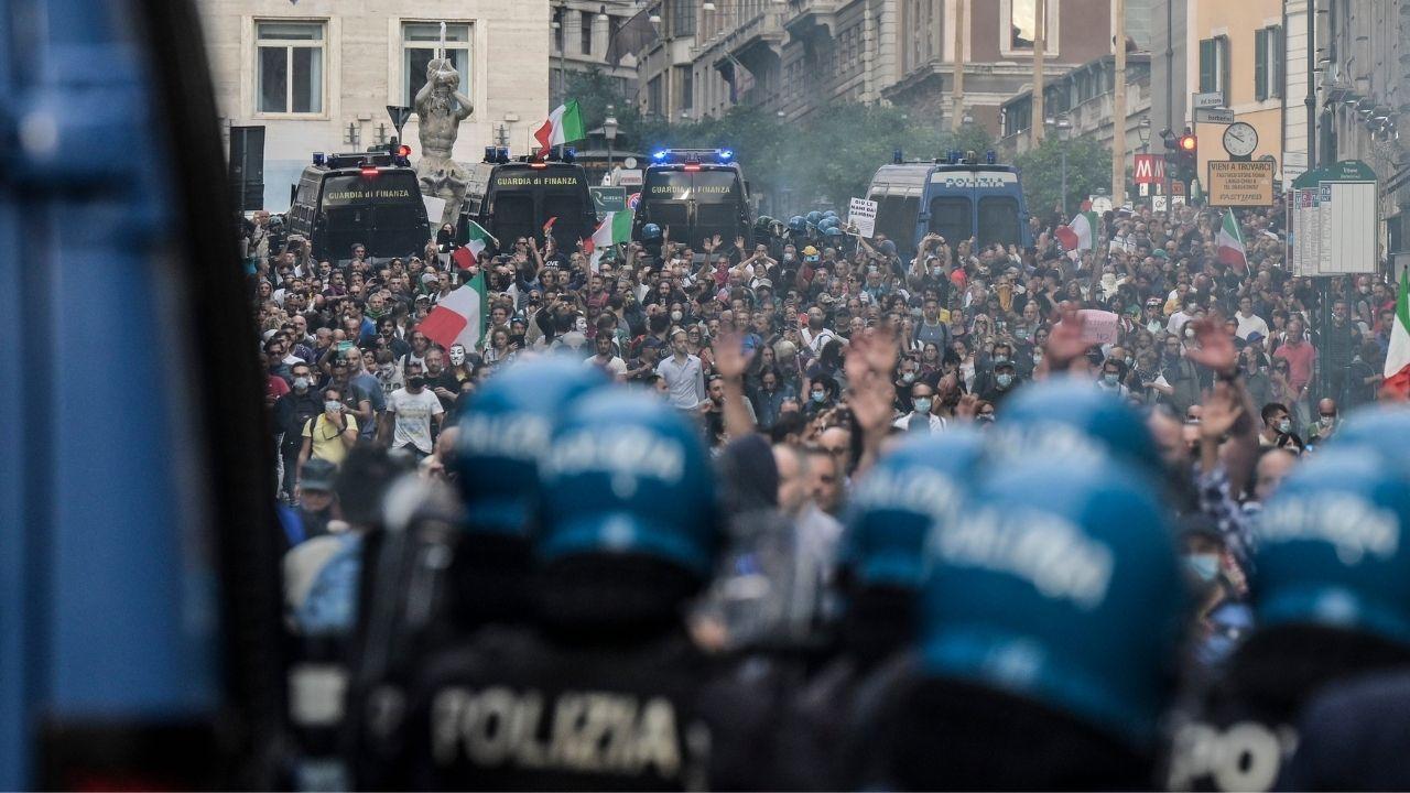 No Green Pass a Roma, 12 arresti per gli scontri e l'assalto alla Cgil: fermato anche il leader di Forza Nuova