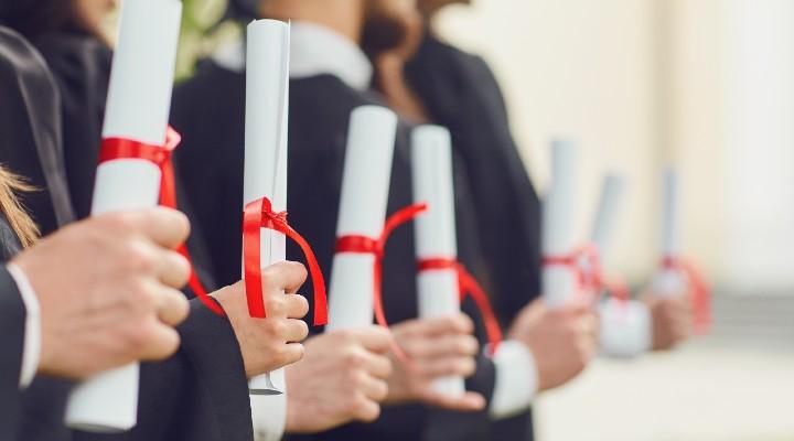 Pensione in anticipo grazie agli anni universitari: la proposta di Tridico per il riscatto della laurea