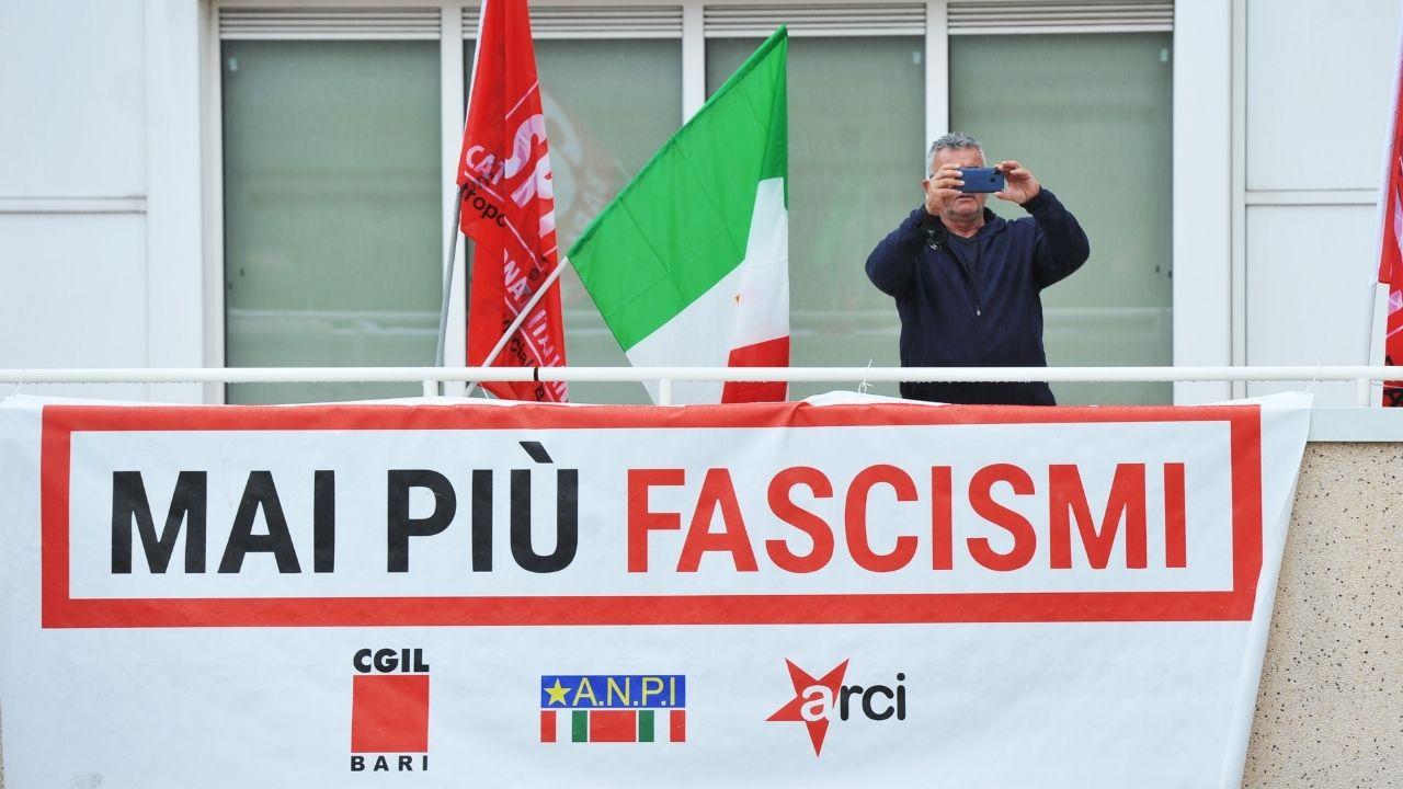 """Scioglimento Forza Nuova e movimenti neo-fascisti, le mozioni dopo gli scontri di Roma: """"Attacchi squadristi"""""""
